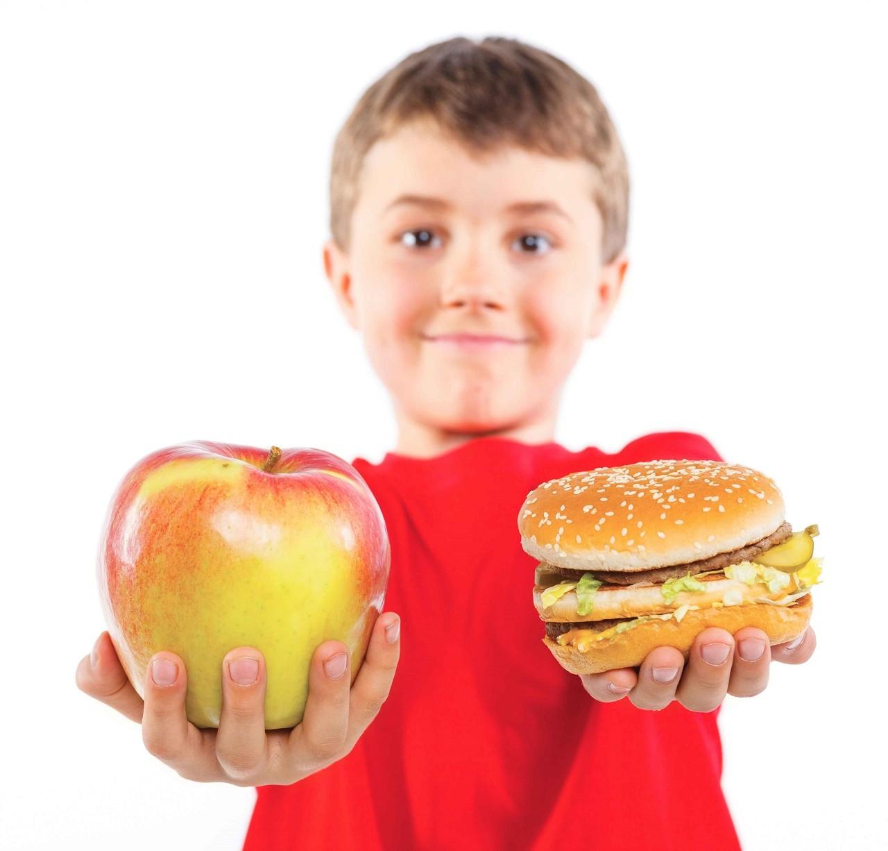 Дети сыроеды. Как уберечь от вредной еды?